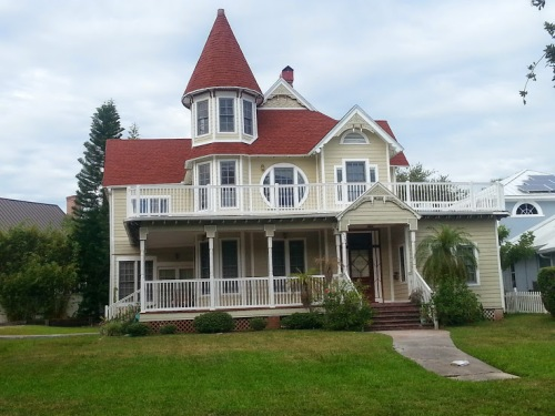 pretty little Victorian home